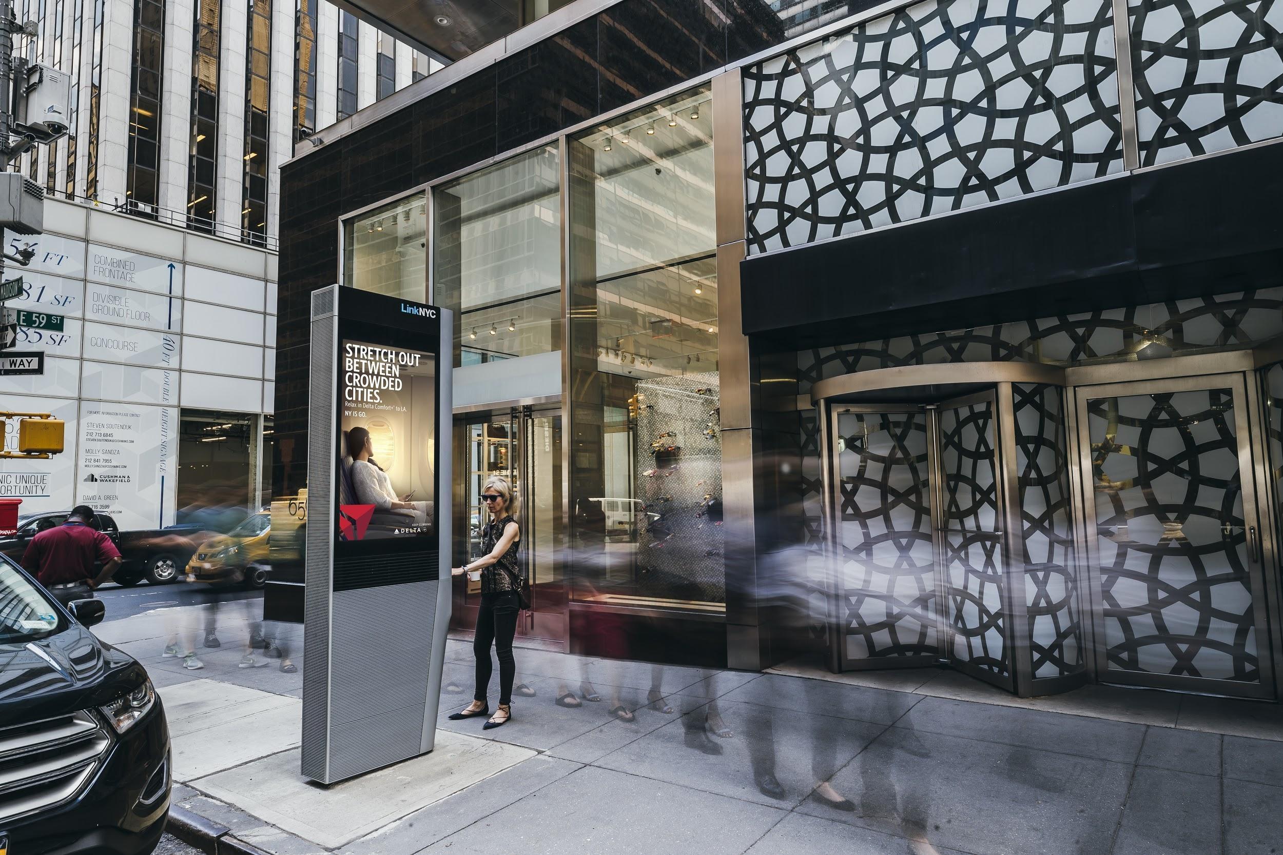 Shopper uses Link on Madison Ave