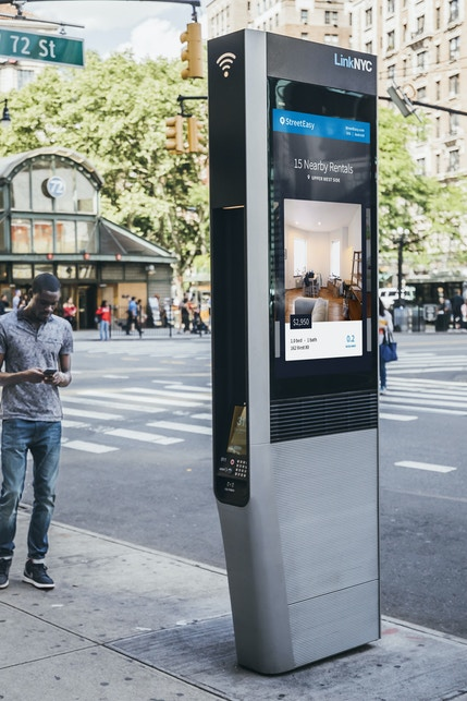 StreetEasy dynamic ad campaign on LinkNYC