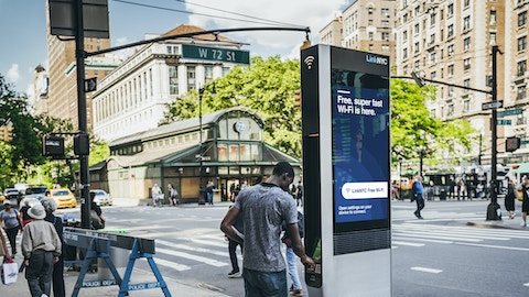 Man uses LinkNYC tablet
